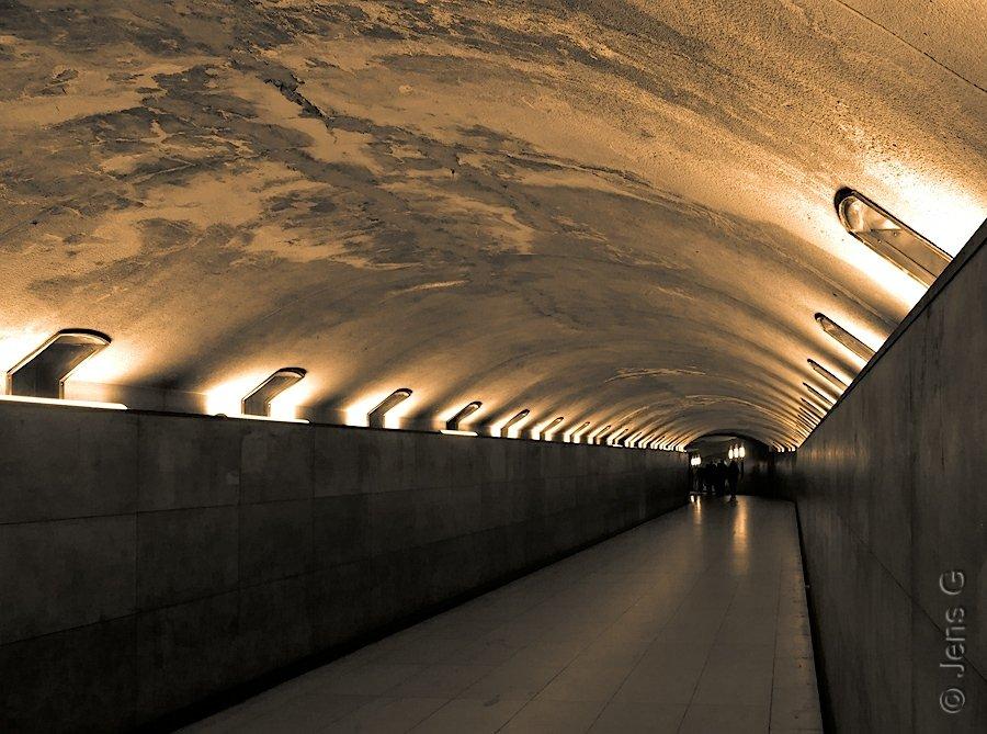 Tunellen mellem Champs Elysees og Triumfbuen