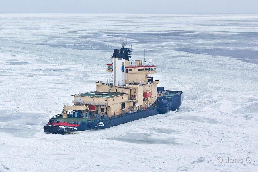 Isbryderen Oden set fra helikopter